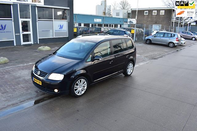 Volkswagen Touran 2.0-16V FSI Highline