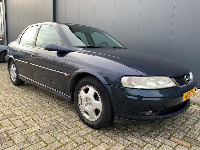 Opel Vectra 1.6-16V Business Edition NETTE AUTO, AIRCO, NIEUWE APK.