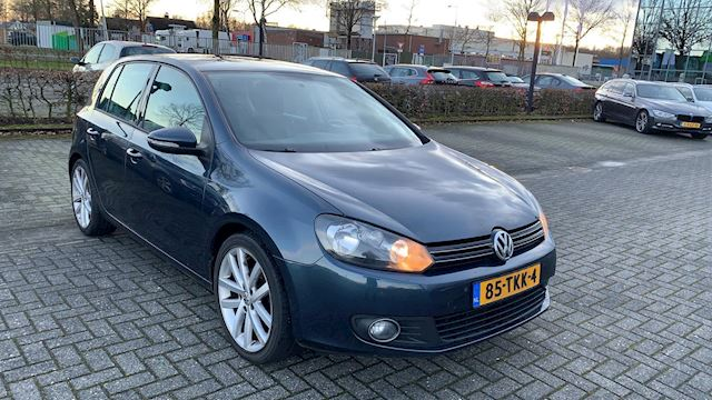 Volkswagen Golf 1.6 TDI BlueMotion r line
