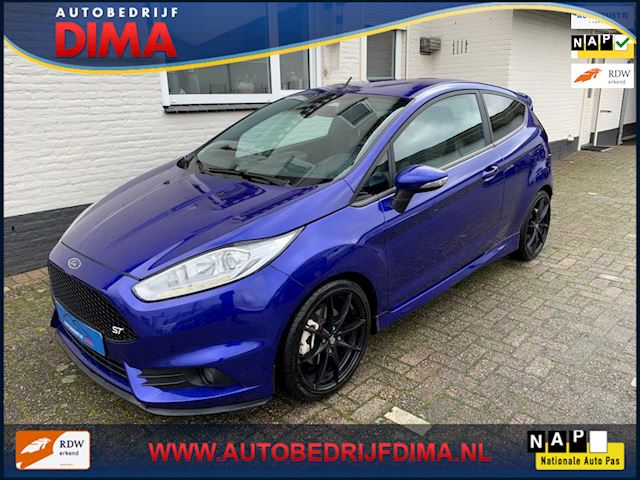 Ford Fiesta 1.6 ST2 / Navi/ Camera/ ECC/ LED