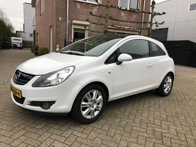 Opel Corsa 1.4-16V Business color edition met cruise control en airco