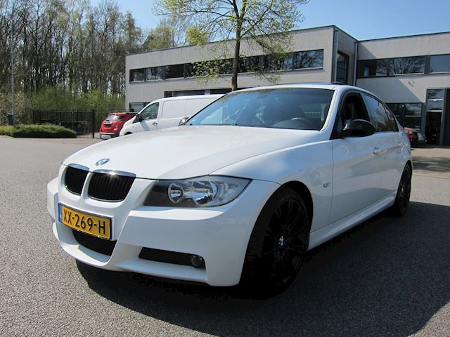 BMW 3-serie 318i M Sport Edition SCHUIFDAK 18 INCH 3 MAAL M PAKKET