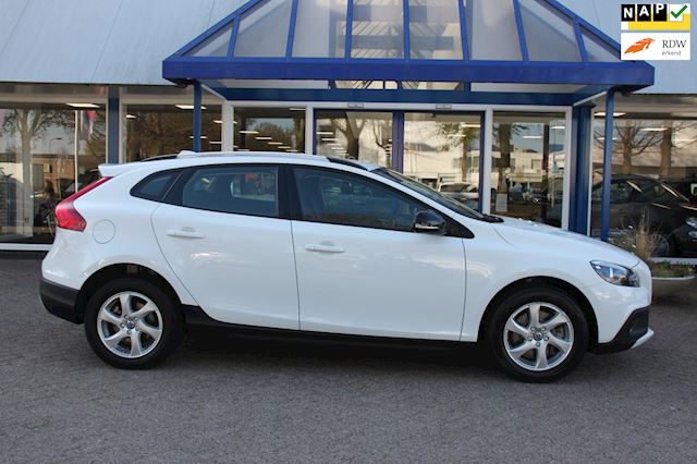 Volvo V40 Cross Country 1.5 T3 Momentum