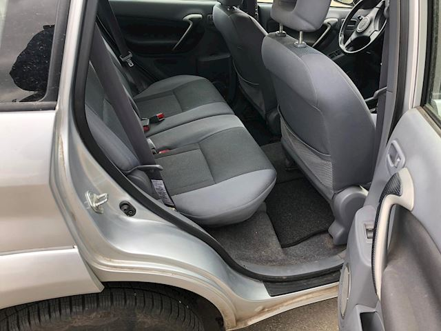 Toyota RAV4 2.0-16V VVT-i Luna Airco 2002 GERESERVEERD !!!
