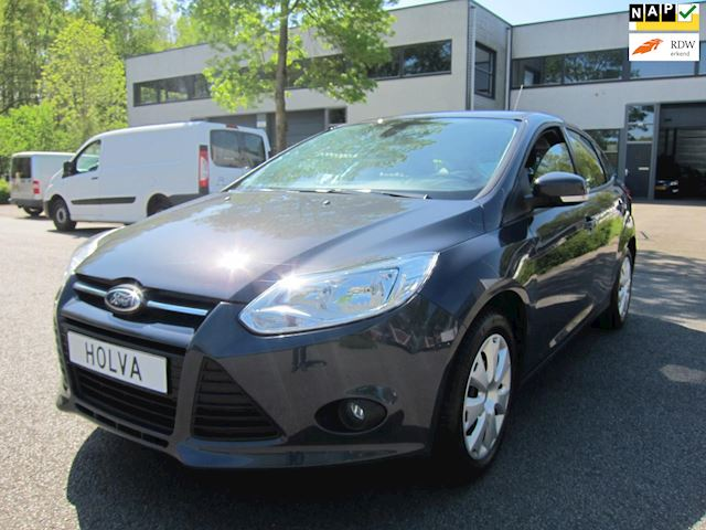 Ford Focus 1.6 TI-VCT Trend CLIMA TELEFOON 47000 KM NW APK EN BEURT!!