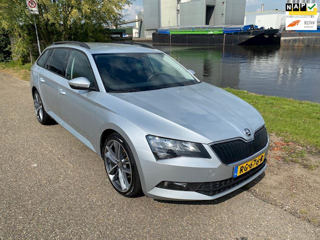 Skoda Superb Combi 1.6 TDI Active Business / DSG / Groot navi / Trekhaak / BTW auto / NAP / 11-2017