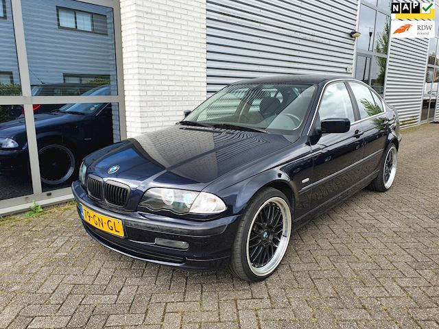 BMW 3-serie 320i Executive clima, Navi, BBS 19, xenon, Trekhaak, YOUNGTIMER, Apk 04-2021,