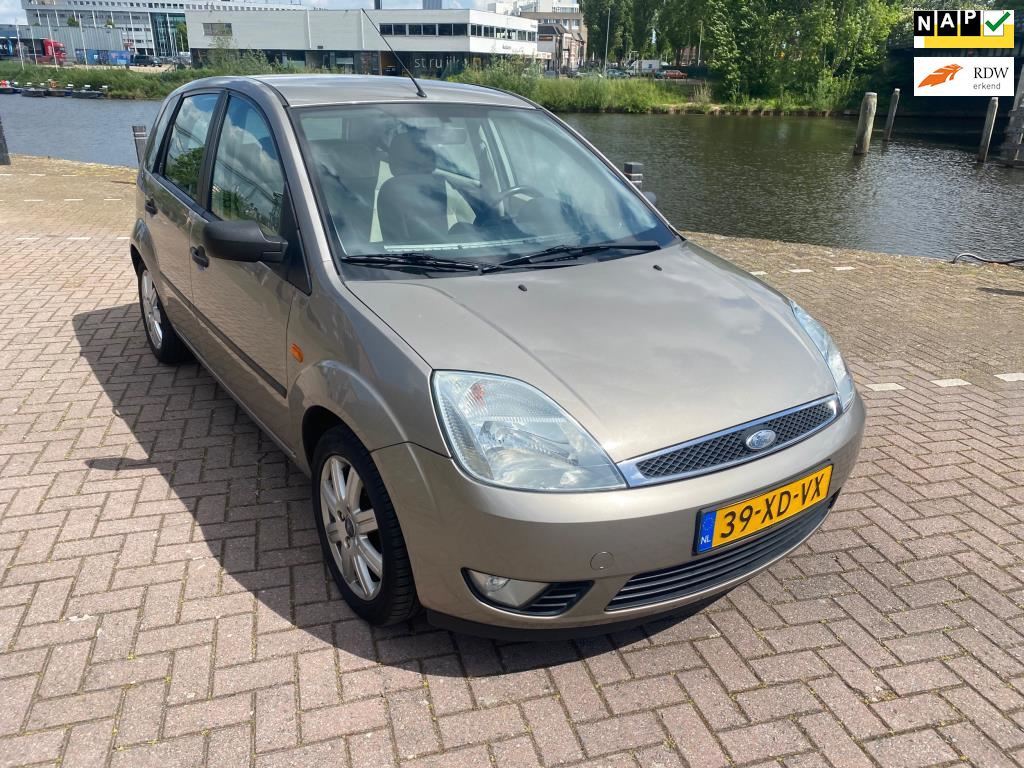 Ford Fiesta occasion - ML Cars - 's-Hertogenbosch