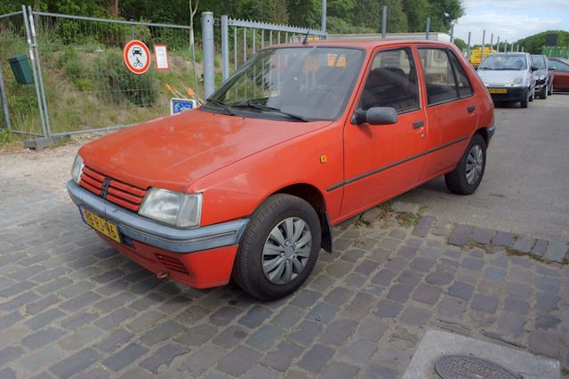 Peugeot 205 1.1 Forever 5 drs nw apk tot 15-05-2021
