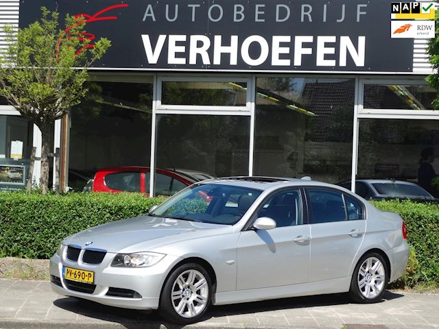 BMW 3-serie 320i High Executive - PANORAMA - PDC - NAVIGATIE - CLIMATE CONTROL - STOELVERW !!