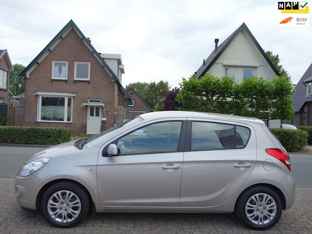 Hyundai I20 1.4i DynamicVersion trekhaak dealer onderhouden NAP.