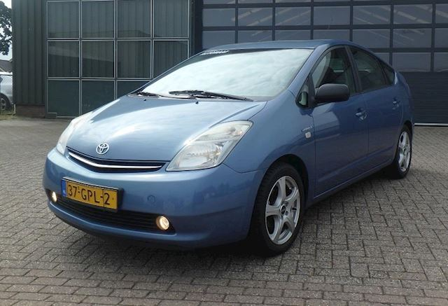 Toyota Prius 1.5 VVT-i Tech Edition  LEER  CAMERA