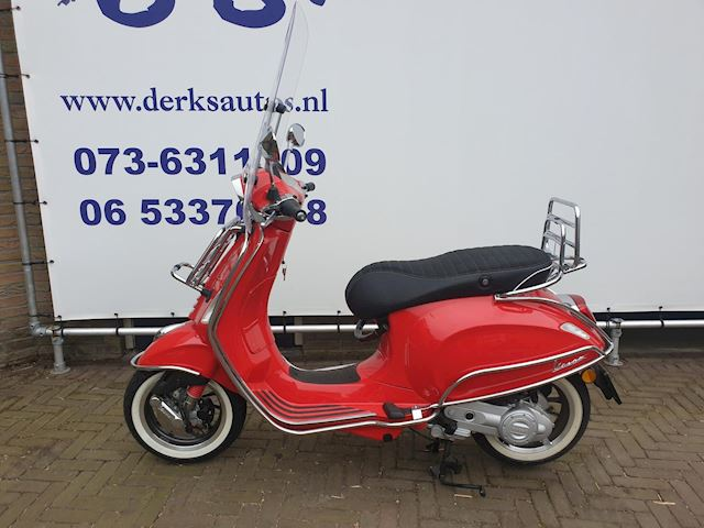 Vespa Snorscooter Sprint 4T Red Chrome Edtion 218 km gereden.