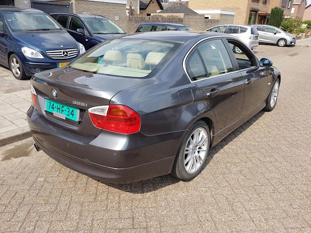BMW 3-serie 325i Dynamic Executive AUT-PDC-LEDER-NAVI