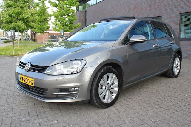 Volkswagen Golf 1.6 TDI Highline Panoramadak DSG achteruitrij camera