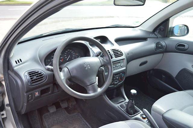 Peugeot 206 1.4 One-line airco elec pak
