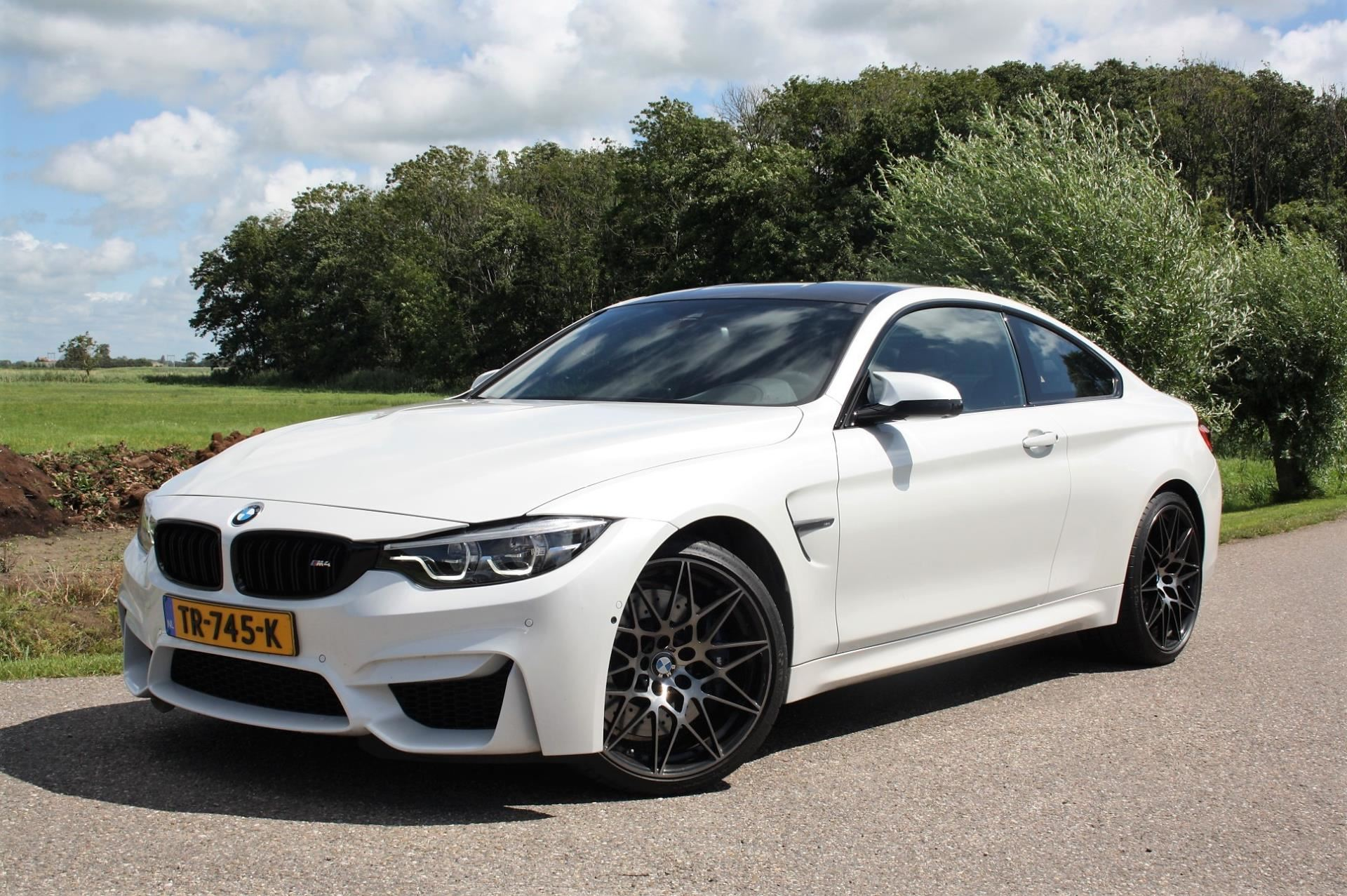 BMW M4 Competition occasion - Favoriet Occasions