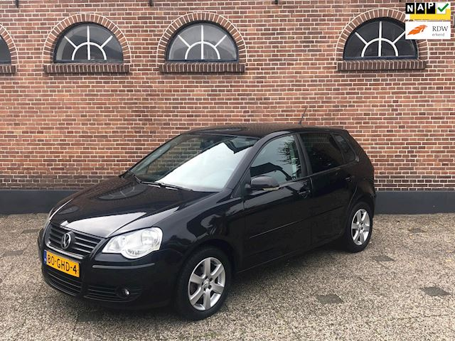 Volkswagen Polo 1.4-16V Comfortline Automaat Airco Cruise