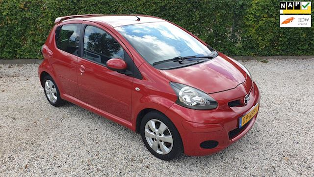 Toyota Aygo 1.0-12V Aspiration Red 5drs Automaat/airco/Lmv