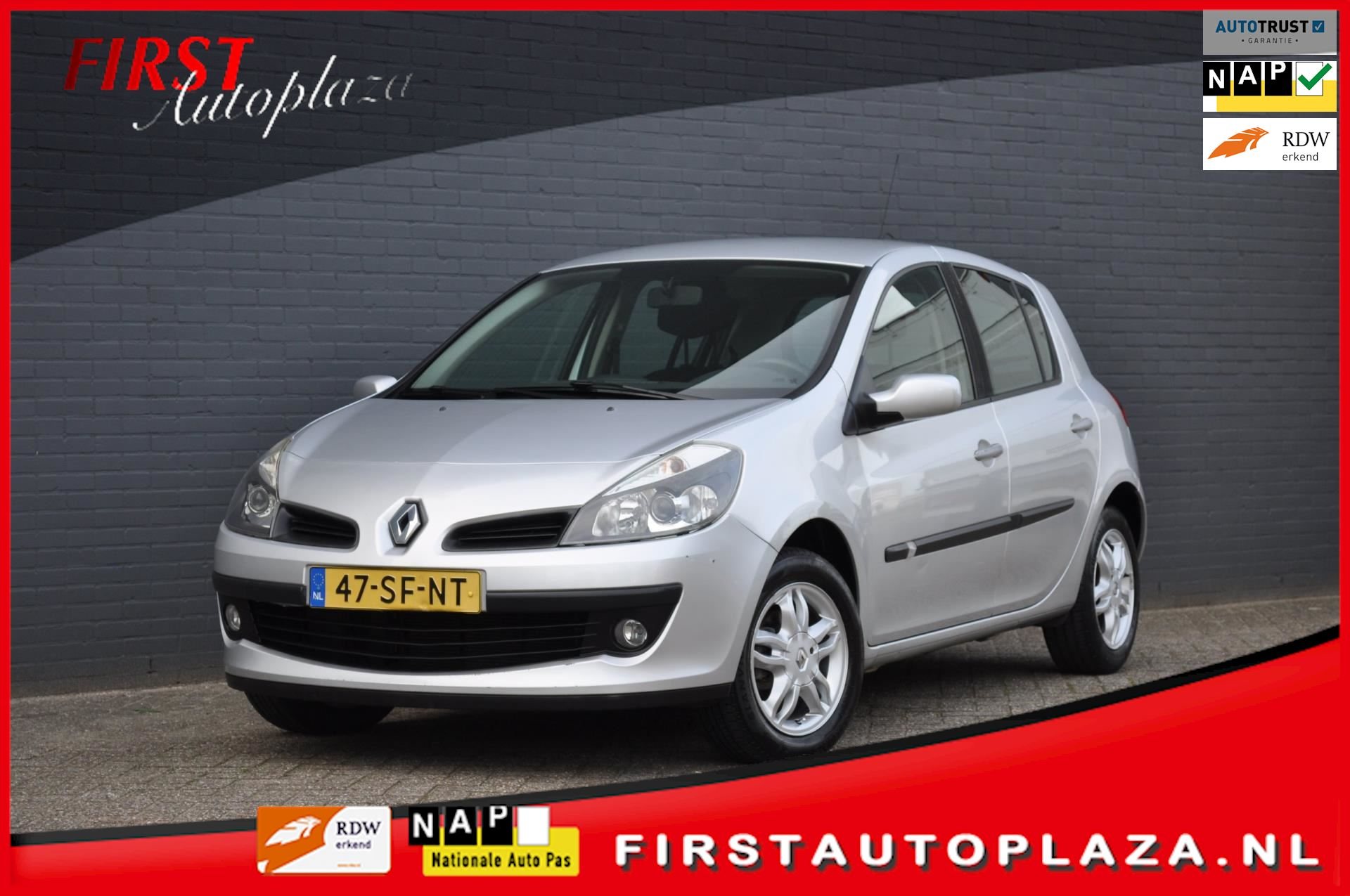 Renault Clio occasion - FIRST Autoplaza B.V.