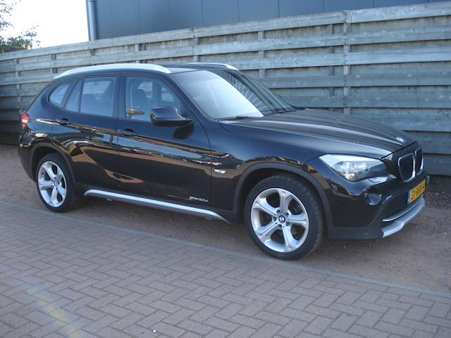 BMW X1 SDrive20d Executive Panoramadak, Navigatie