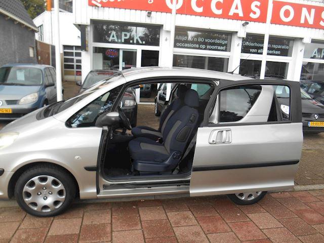 Peugeot 1007 1.4-16V Gentry