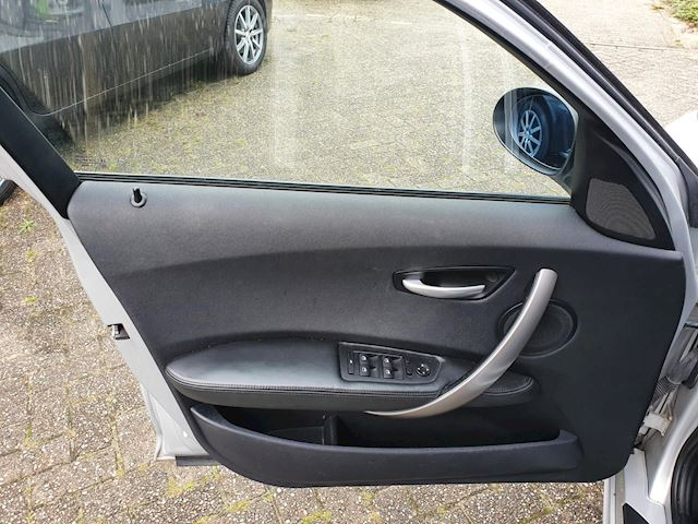 BMW 1-serie 120d Executive/Clima/Pano/P-Sensor/voll lederen/Nap/stoel verwarming/sportvelgen/volledige onderhouden.