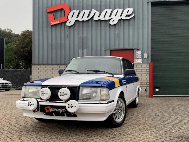 Volvo 240 2.3 GL Rally klaar!