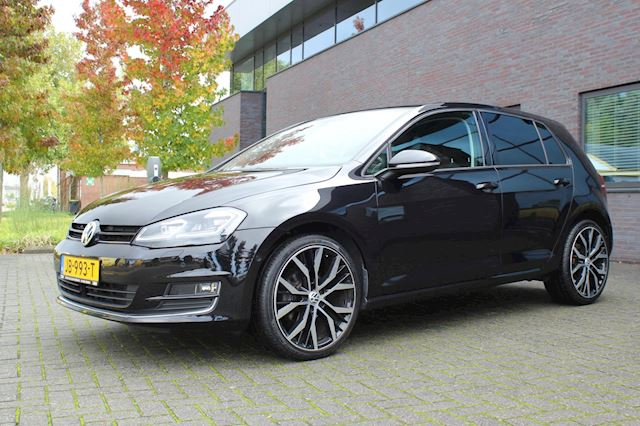 Volkswagen Golf 7 1.2 TSI Business Edition Connected R ACC,park assist,Stoelverwarming