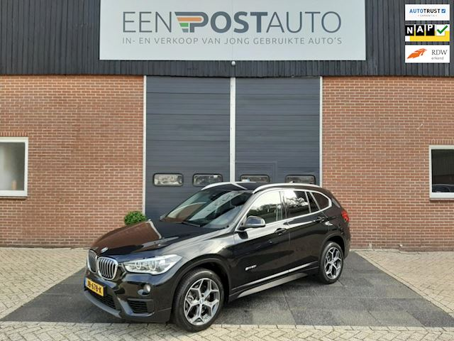 BMW X1 SDrive20i Exe.Pakket, Full-Map Navi, Head-Up Display, Keyless, Trekhaak afneembaar, Xenon-Led.