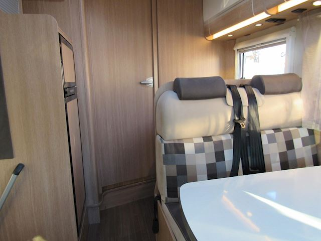 vkSunlight  69/Hymer Group Semi integraal Queensbed airco 2017