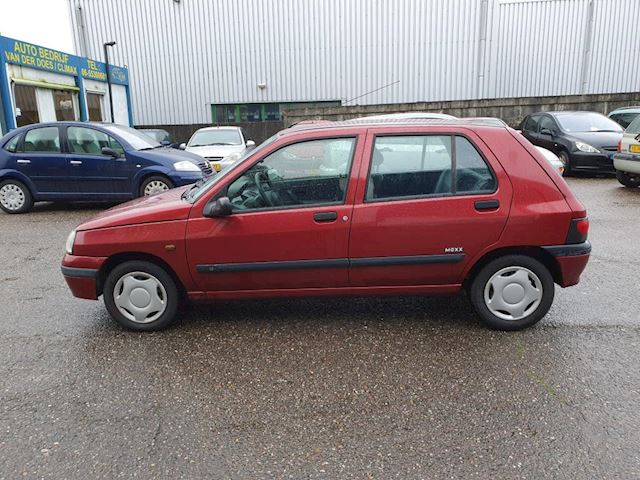 Renault Clio 1.4 Mexx, nieuwstaat, lage km stand,4drs