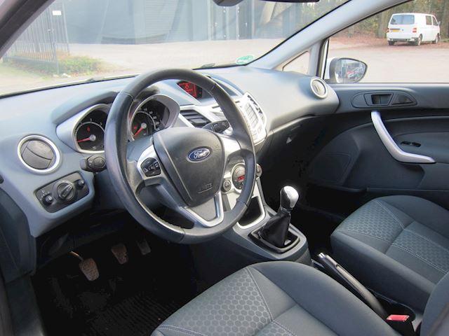 Ford Fiesta 1.25 Titanium 5 DRS WIT NW DISTR. APK 02-2022