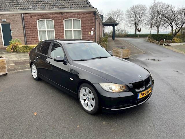 BMW 3-serie 320i High Executive GROOT NAVI/ PDC/ LEDER