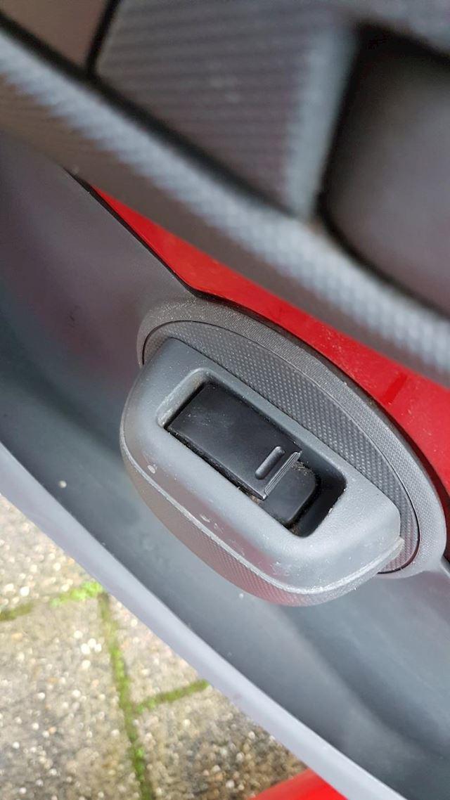 Toyota Aygo 1.0-12V + 3 deurs -Airco-Elec.-Pakket- nw APK