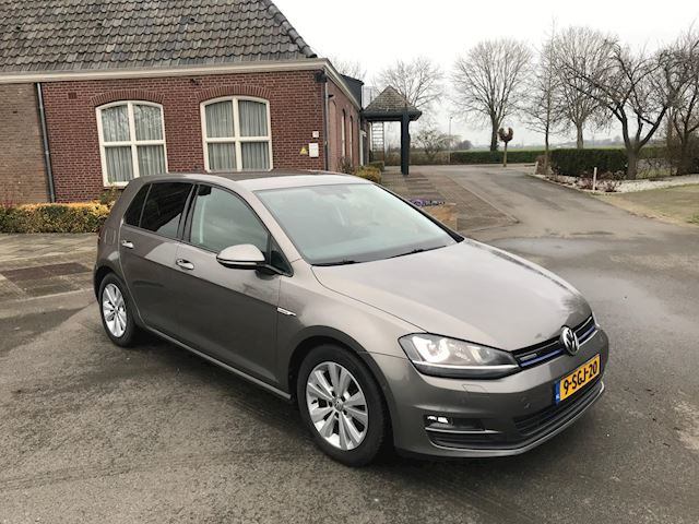 Volkswagen Golf 1.6 TDI Highline BlueMotion LED/ XENON/ PDC