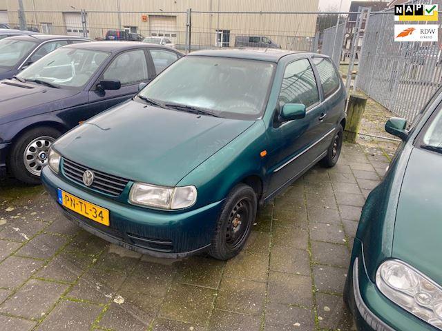 Volkswagen Polo 1.6 schuifdak stuurbekrachting 170dkm nap bouwjaar 96 rijd goed katalysator gestolen !!