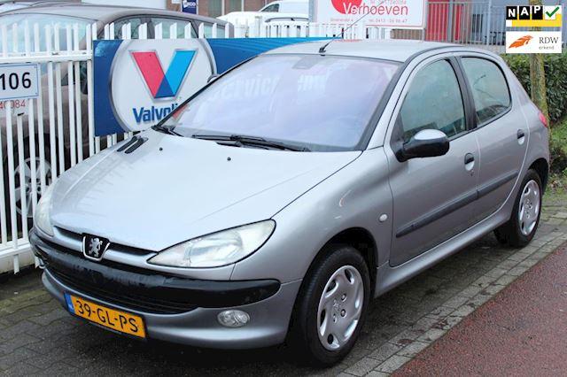 Peugeot 206 1.6-16V Gentry 5 deurs, nieuwe apk, leuke goedkope, nette auto.