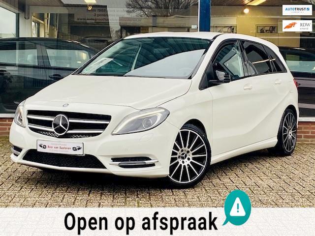 Mercedes-Benz B-klasse 180 Sport! Navi/Cruise/AMG/Led/Xenon/Leder/Airco/Stoelverwarming/PDC! 1e eigenaar/Nieuwstaat/Dealer OH!