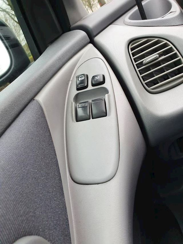 Nissan Almera Tino 1.8 Visia