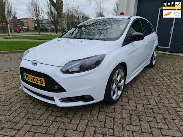 Ford Focus 2.0 EcoBoost ST-2 Airco 18