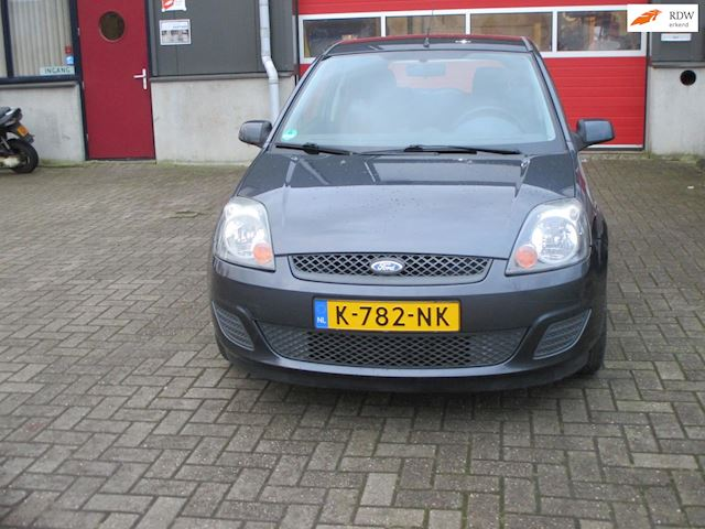 Ford Fiesta 1.3-8V Cool & Sound met lage km , ABS, airco