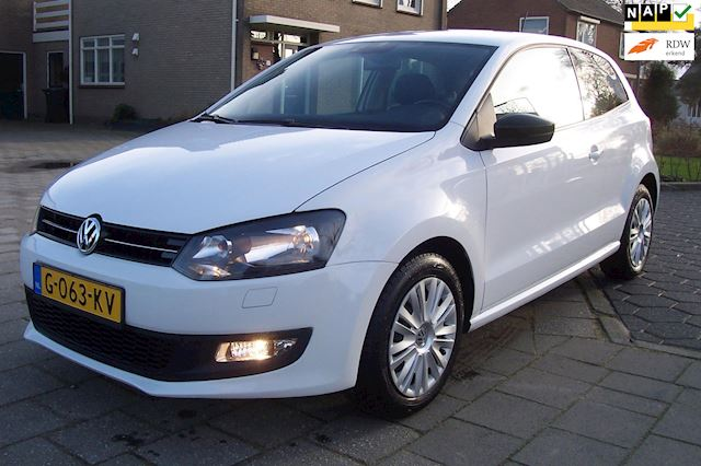 Volkswagen Polo 1.2-12V BlueMotion Style Airco.Cruise.PDC.Stoelverwarming.Apk tot 21-10-2021