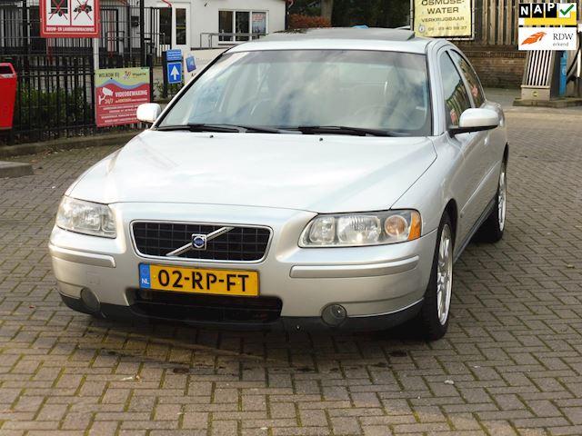 Volvo S60 2.4 D5 Moment/2005/leer/navi/apk/dak/boekjes/nap