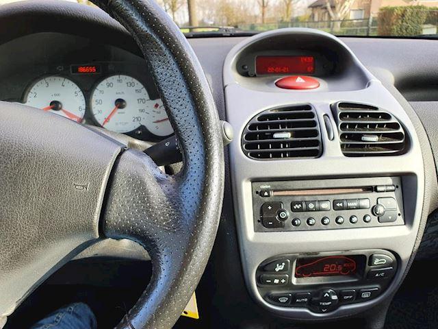 Peugeot 206 1.4-16V Quiksilver