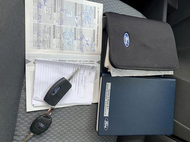 Ford Focus C-Max 1.8-16V Ghia zeer nette auto met historie aanwezig!