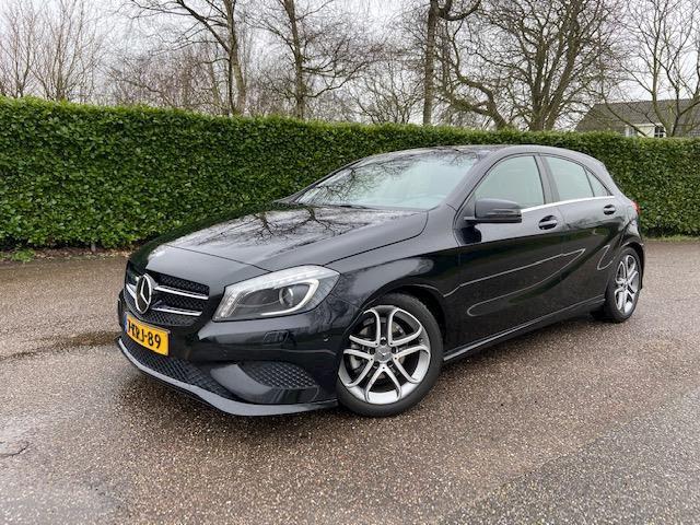Mercedes-Benz A-klasse 180 AMG pakket /  Navigatie / Leer
