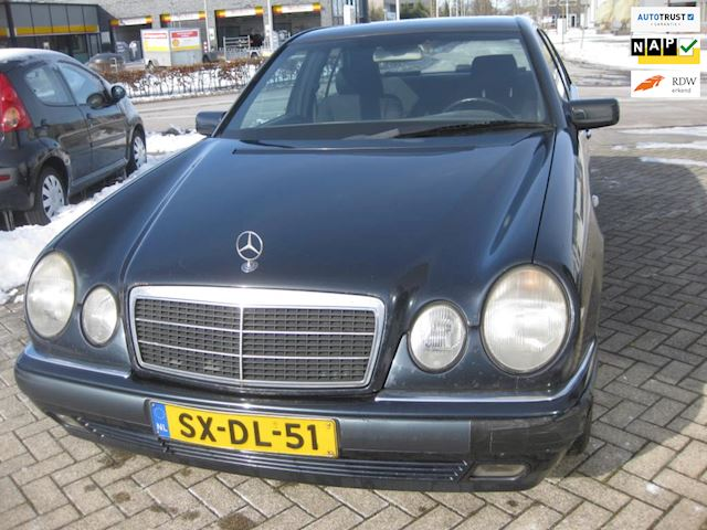Mercedes-Benz E-klasse 200 AUT export prijs