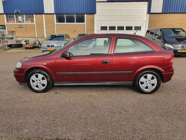 Opel Astra 1.6 Club, automaat, nieuwstaat,lage km stand