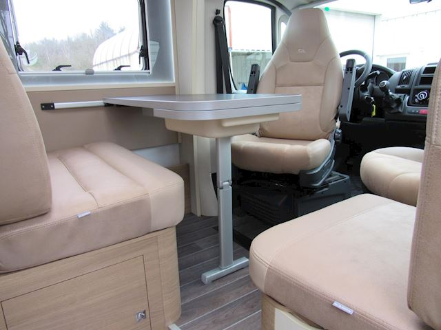 Adria  Compact  SCS Slide Out Queensbed 418 KM Nieuw 2020